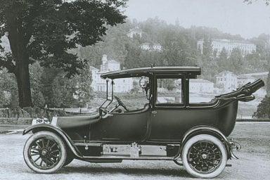 Addio collezione: 80 auto d'epoca divorate da un incendio