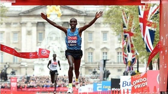 Maratona, il muro delle 2 ore e la scarpa che mette in allarme la Iaaf