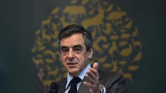 Presidenziali Francia, Fillon indagato per gli stipendi a moglie e due figli