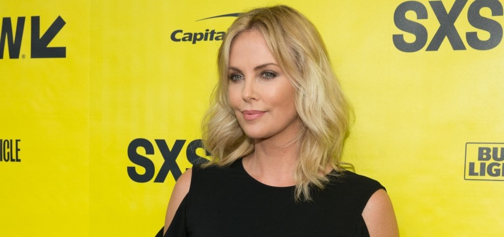 Charlize Theron si è rotta i denti sul set di 'Atomic blonde'
