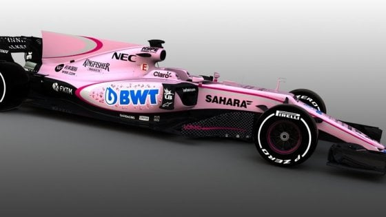 F1, la Force India diventa rosa. Mercedes e Renault la prendono in giro