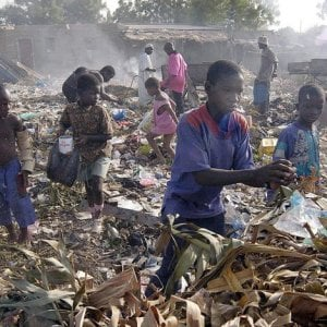 """Etiopia, frana nella discarica: """"L'unica cosa da fare è continuare a scavare"""""""