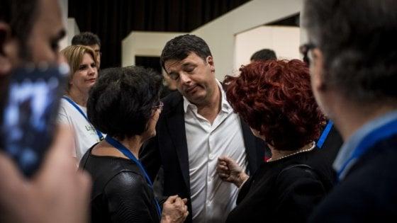 """La virata di Renzi: """"Voucher addio: non sono il jobs act, li ha messi la sinistra pd"""""""