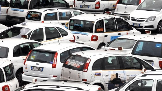 I taxi bloccati nell'ingorgo sindacale