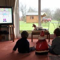 Bambini e Tv, otto regole per una buona visione