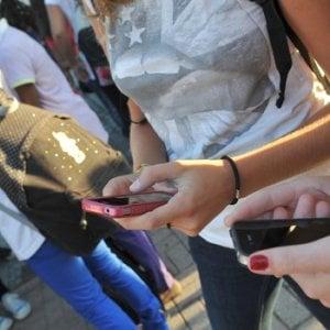 """""""Cala il consumo di cannabis e cocaina, la nuova droga si chiama smartphone"""""""