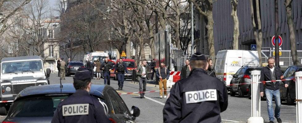 Francia, lettera esplosiva a sede Fmi di Parigi: assistente ferito a mani e viso