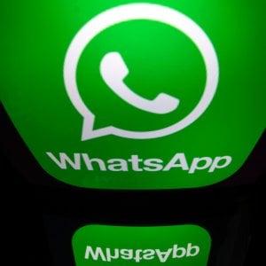 WhatsApp fa marcia indietro: torna il vecchio status testuale