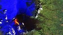 Fumo denso e lava: l'Etna visto dallo spazio