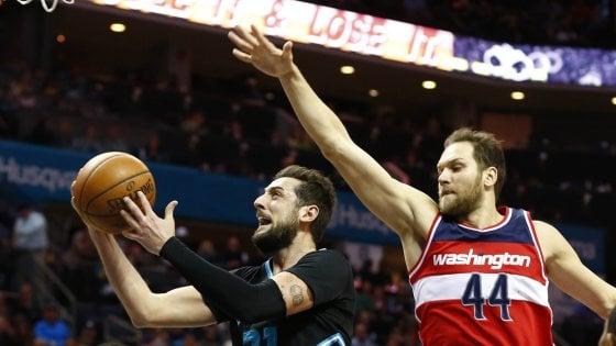 Basket, Nba: Belinelli ritrova il sorriso, Denver s'inchina a Harden