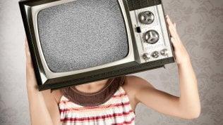 Per andare bene a scuola, mai più di 2 ore di tv al giorno