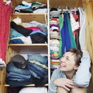 """La riscoperta dei vestiti che durano una vita. """"Cambiamoci di meno salveremo l'ambiente"""""""