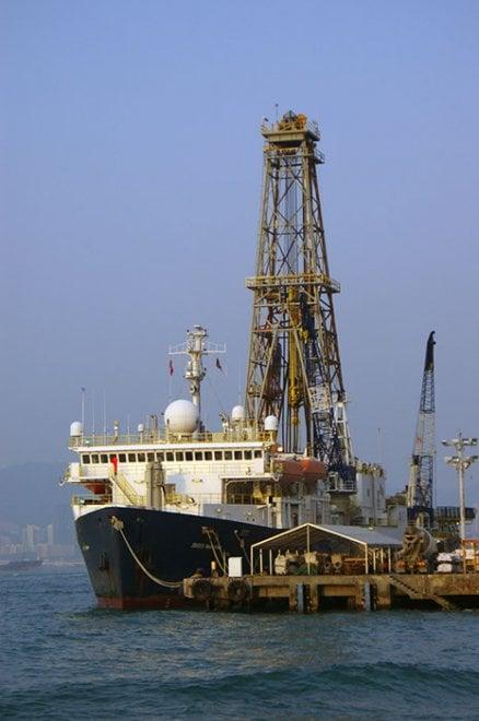Cina, tre italiani sulla nave-laboratorio: ''Scaviamo il mare per capire come è nata la Terra''