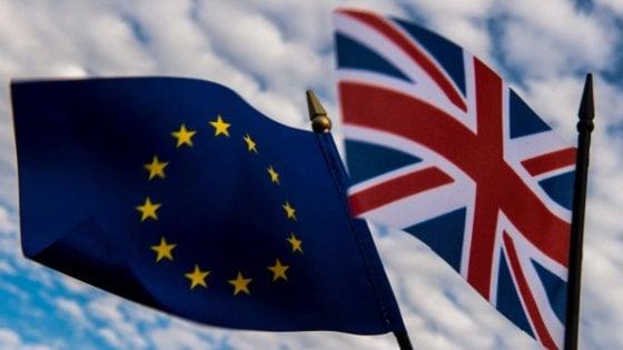 Brexit, l'Inghilterra va avanti: dal 29 marzo il via ufficiale all'iter per l'uscita dalla Ue
