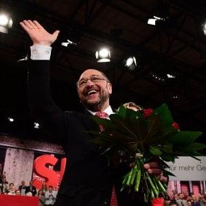 """Thomas Brussig: """"Poco carismatico ma attento agli ultimi, Martin Schulz è perfetto contro Angela"""""""