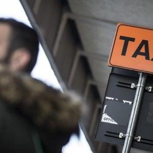 Linea dura dei tassisti: disertato l'incontro con Uber