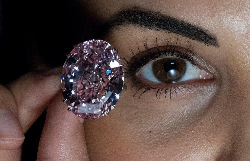 Pink star, il diamante rosa torna all'asta: compratore non è riuscito a pagare 83 milioni di dollari