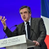 Francia, nuova tegola per Fillon: indagato per truffa e falso. Contratti ai figli, lascia...