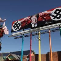 Usa, spunta manifesto anti-Trump a Phoenix: presidente Usa ritratto tra due svastiche