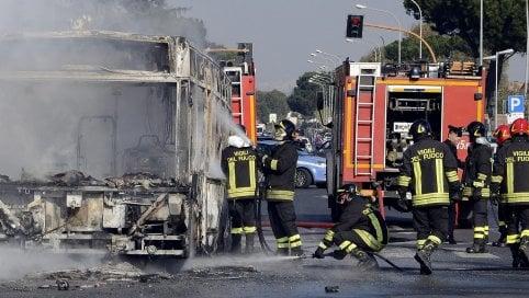 Lungomare Torvaianica-Ostia: fiamme al Mecs Village (FOTO)