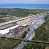 """Scalea, l'aeroporto sul letto del fiume. Gli ambientalisti: """"Una speculazione, fermatevi"""""""