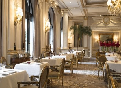 A Parigi l'hotel dei record: al suo interno tre ristoranti, tutti stellati (e con un tocco d'Italia)