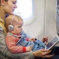 Stop ai tablet, aerolinee in allarme: come tenere occupati i bambini?