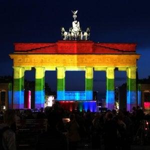 Germania, governo riabilita gay condannati in base a legge nazista