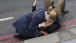 L'assalto, la paura, i feriti:le immagini dell'attacco