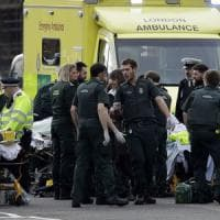 Londra, auto su pedoni e spari a Westminster. Cinque morti, tra cui l'assalitore
