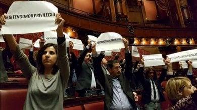 Vitalizi, ok a proposta Pd e M5s tenta irruzione in ufficio presidenza Camera