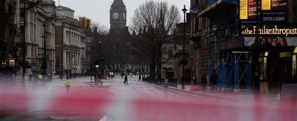 """Attacco a Londra, l'attentatore è Khalid Masood. Isis rivendica. May: """"Britannico già noto a 007"""""""