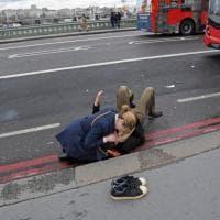 Attacco a Westminster, quelle scarpe a terra nelle strade di Londra