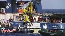"""Immigrazione,  salvataggi in mare:  lo sguardo """"poliziesco""""  di chi persegue  gli scafisti e l'etica umanitaria   di CARLO CIAVONI"""