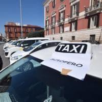 Quel comma (sbagliato) che mette d'accordo Uber e i tassisti