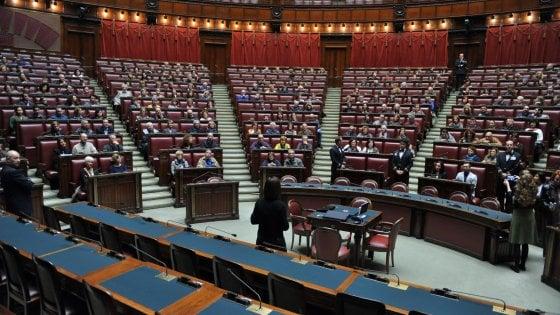 Migranti, stipendi, pensioni: quelle differenze nelle priorità fra cittadini e parlamentari