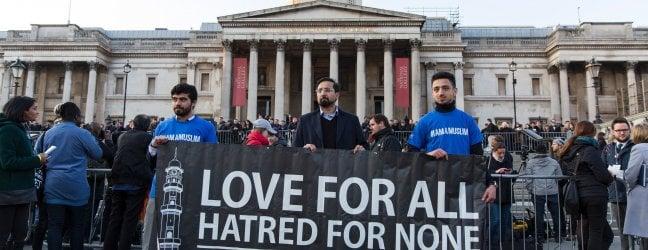 L'attentatore è Khalid Masood, cittadino britannico di 52 anni, già noto agli 007 inglesi.Morto uno dei feriti. Isis rivendica l'assalto