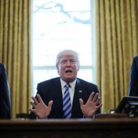 Trump ritira la riforma sanitaria. Fronda repubblicana sull'Obamacare