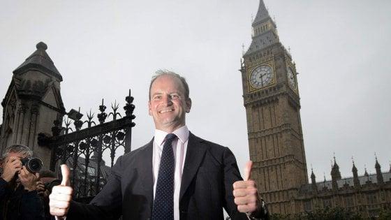 """Londra, migliaia in piazza contro la Brexit. Ukip, l'unico deputato se ne va: """"Missione compiuta"""""""
