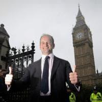 """Londra, migliaia in piazza contro la Brexit. Ukip, l'unico deputato se ne va: """"Missione..."""