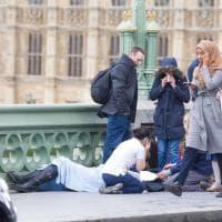 """Attacco a Westminster, la ragazza col velo accusata di indifferenza sui social: """"Offesa per quella foto"""""""
