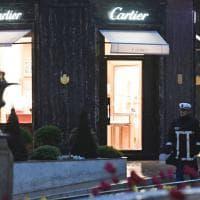 Montecarlo, rapina a mano armata da Cartier: a fuoco un'auto
