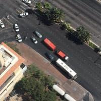 Usa, spari nel cuore di Las Vegas: un morto e un ferito. Uomo si barrica su un autobus