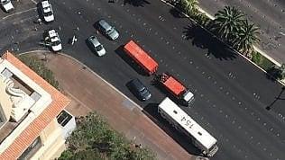 Las Vegas, spari in centro: uomobarricato sul bus, c'è un morto