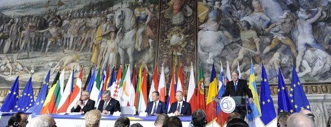 """Leader Ue a Roma. Gentiloni: più coraggio ft· Mattarella: """"Serve nuova costituente"""" - video · Corteo NoEuro, tensione: 120 bloccati video"""