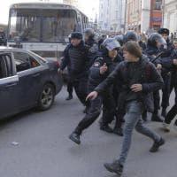 Mosca, tafferugli e fermi durante la manifestazione anticorruzione