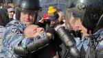 Gli scontri, le carichedella polizia e i fermi