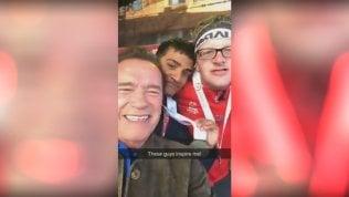 Offese agli atleti disabili su FbSchwarzenegger umilia il troll