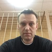 Navalny arrestato a Mosca: il selfie in tribunale