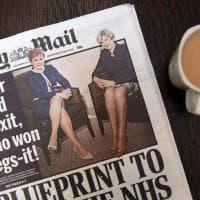 Brexit, bufera sul 'Daily Mail' per titolo sulla 'battaglia delle gambe' tra le premier May e Sturgeon